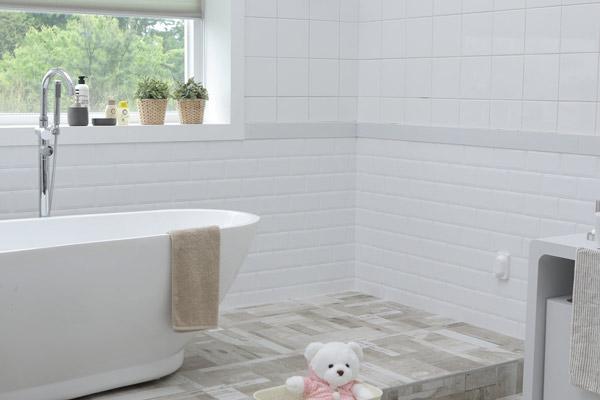 Neue Badewanne von PETER KRON Haustechnik in Hamburg